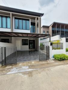 For RentHouseLadkrabang, Suwannaphum Airport : Rent a brand new townhome. Mee Rak Village, 3 bedrooms, usable area of 127 sq.m., near Suan Luang Rama IX, Prawet.