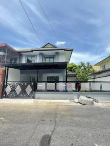For SaleTownhouseBangbuathong, Sainoi : Twin houses for sale, Pruksa Village 30/1 Soi 13, Phimonrat Subdistrict, Bang Bua Thong District, Nonthaburi Province.