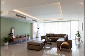 เช่าคอนโดอ่อนนุช อุดมสุข : ✨Seven Place Residences ให้เช่า 3 ห้องนอน 285 ตร.ม. ราคา 89,000 บาท/เดือน เฟอร์ครบพร้อมอยู่เดินทางสะดวก!✨