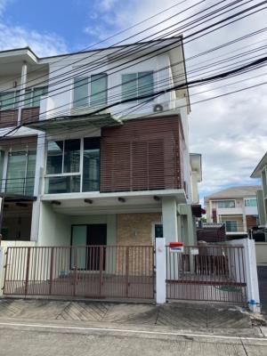 For SaleTownhouseSathorn, Narathiwat : **Sale at a loss** Townhome Thanapat House Sathorn - Narathiwat (Thanapat Haus Sathorn - Narathiwas) area 34.1 sq m. 3 floors, behind the corner, has 3 bedrooms, 3 bathrooms, add a kitchen in the back of the house, can park 4 cars, can add another house,