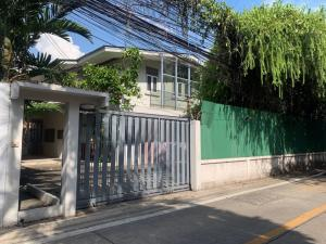 For RentHouseSukhumvit, Asoke, Thonglor : House for rent, residential, home office on the road in Soi Sukhumvit 26