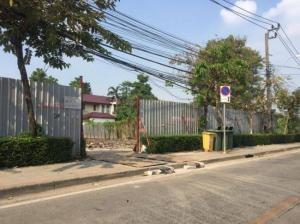 For SaleLandSukhumvit, Asoke, Thonglor : Land for sale, Soi Sukhumvit 101, in front of the alley, next to BTS Punnawithi, next to a beautiful wide road. Suitable for building a residence