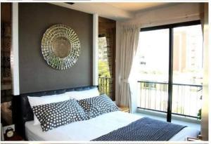 For RentCondoSukhumvit, Asoke, Thonglor : Rent Le Cote Condo, Sukhumvit 14, 4th floor, 2 bedrooms, 3 minutes walk to BTS Asoke.