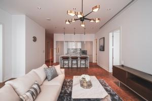 เช่าคอนโดสาทร นราธิวาส : Rare Unit For Rent!! 2 Bedroom Nice Design The Ritz Carlton Residences