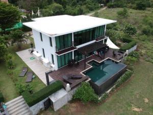 ขายบ้านหัวหิน ประจวบคีรีขันธ์ : ขายบ้านเดี่ยวสุดหรูติดหาดส่วนตัว ราคานี้หาไม่ได้แล้วนะครับ สนใจติดต่อ 0996144827 อามครับLuxury detached house for sale on a private beach. I can't find this price anymore. If interested, contact 0996144827 Arm.