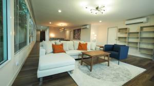 เช่าคอนโดวงเวียนใหญ่ เจริญนคร : Owner Post : Penthouse By The River Special Price recently renovated unit - 3 bed 4 bath + Maid quarter 183 sq.m. Fixed 2 car park