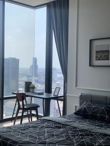 For RentCondoSilom, Saladaeng, Bangrak : Sell / Rent Ashton Silom condo near Chongnonsi 350m. Room 288, 30th floor, size 36 sq m., 1 bedroom 1 bathroom brand new room, ( only 8 rooms per floor) facing West, River + City view Double-sided high glass.