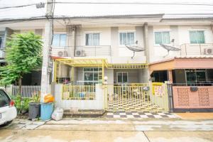For SaleTownhouseYothinpattana,CDC : Townhouse for sale. Ruenrudee Village 6, Ramintra-Safari, along Khlong Song, Khlong Sam Wa