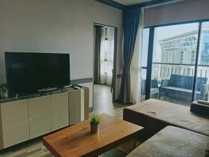 For RentCondoRatchathewi,Phayathai : Condo for RENT Grand Diamond Pratunam condo Near Platinum fashion mall, Pantip Plaza, Central World  Size 80 sqm. 2 bedroom 2 bathroom on 27th floor Fully furnished with electric appliances, 1 free parking lot.