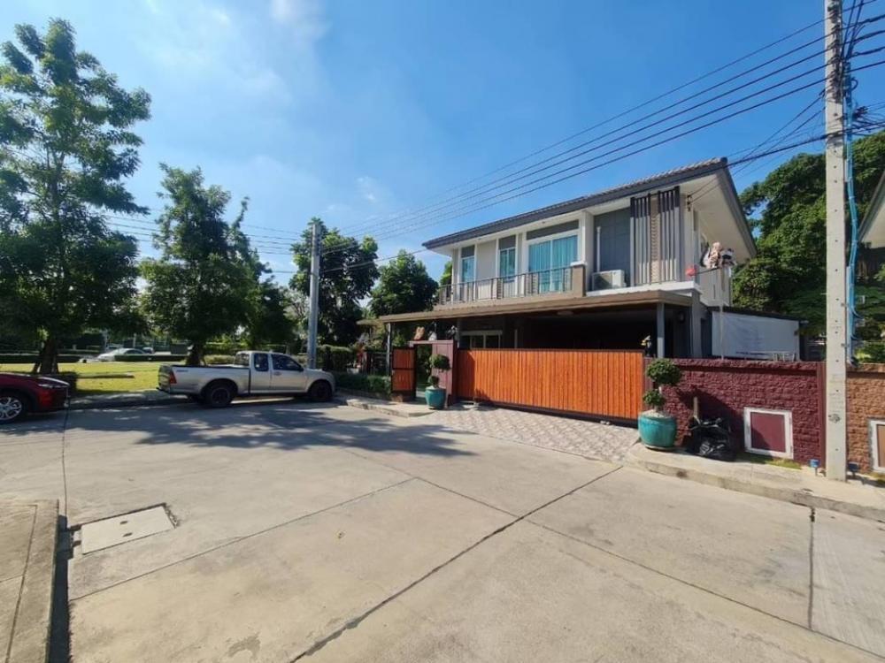 For RentHousePattanakan, Srinakarin : House for rent in Passorn Village, Phatthanakan 38.