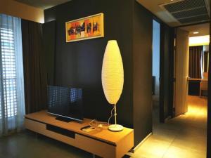 For RentCondoNana, North Nana,Sukhumvit13, Soi Nana : Circle S 12  for rent 2 bedroom 72 sq.m. fl.5 price 26,000 THB/month corner room Fully furnished, Ready move in near BTS Nana