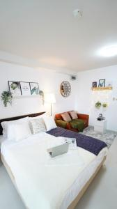 For SaleCondoRatchadapisek, Huaikwang, Suttisan : Condo for sale, City Home Ratchada Soi 10, studio room, separate kitchen, beautiful room, ready to move in (S2301)