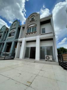 For RentTownhouseLadprao101, The Mall Bang Kapi : For rent townhouse 3 and a half floors, Soi Ladprao 91.