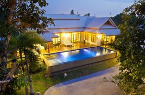 For SaleHousePattaya, Bangsaen, Chonburi : Covid Promotion, Best Price of A Beautiful Single House with Pool Villa, 7-minute to Jomtien Beach, Pattaya with ease access to Pattaya Town