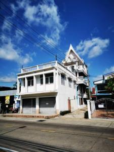 For SaleShophouseUbon Ratchathani : ขายอาคารพาณิชย์ 3 ชั้นครึ่ง พร้อมบ้านเดี่ยว ติดถนนบูรพาใน เมืองอุบลราชธานี