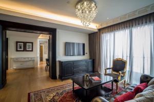 For RentCondoSukhumvit, Asoke, Thonglor : BIGGG DEAL! 🔥 The Lumpini Sukhumvit 24 (3 Bedrooms) Beautiful decoration, Hight floor, Fully furnished and READY TO RENT!!!! 🔥🔥