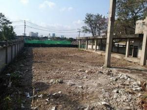 For SaleLandPattanakan, Srinakarin : สวนหลวงขายที่ดินเปล่า ซอยพัฒนาการ 20 ใกล้รถไฟฟ้า เนื้อที่ 821 ตารางวา เหมาะสร้างบ้าน สร้างออฟฟิต สร้างตึกสูงได้ขั้นต่ำ 8 ชั้น