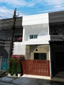 For SaleTownhouseLadprao 48, Chokchai 4, Ladprao 71 : ขายด่วนจี๋! ทาวน์โฮมสวยสุดในซอย! 2 ชั้น ตกแต่งใหม่ ลาดพร้าว71 นาคนิวาส 42 แยก 5 ฟรีโอน