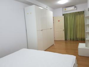 For RentCondoRama9, RCA, Petchaburi : Supalai Park Asoke-Ratchada for rent, extra wide room, full furniture, beautiful view, near MRT Rama 9.