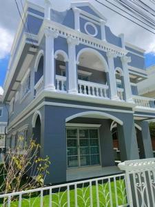 เช่าบ้านลาดกระบัง สุวรรณภูมิ : RH596ให้เช่าบ้านรีโนเวทใหม่ทั้งหลัง 3 ห้องนอน 2 ห้องน้ำ บ้านสวนหลวงวิลล์ ซอยเฉลิมพระเกียรติ 28