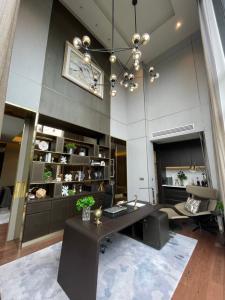 ขายบ้านสุขุมวิท อโศก ทองหล่อ : ขายบ้านเอกมัย Luxury House with Private Pool in Ekamai - Ramintra , 5 Bed 7 Bath , 678 sqm , 112 sqw , 4-6 Parking lot