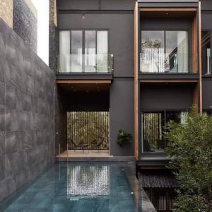 ขายบ้านสุขุมวิท อโศก ทองหล่อ : ขายบ้านทองหล่อ Luxury Minimal House with Swiming Pool In Raminta -Thonglor and Couryard with Lift , sky lounge , 182 sqw , 1150 sqm , 5 Bed & 6 Parking ,