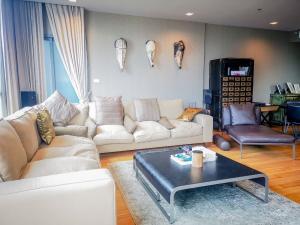 ขายคอนโดนานา : Hyde Sukhumvit 13 condo for sale Spacious and beautiful 2 bedrooms 2 bathrooms