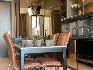 For RentCondoSukhumvit, Asoke, Thonglor : THE ESSE SUKHUMVIT 36 (ใกล้สถานี BTS ทองหล่อ)  luxury brandnew 2 bedrooms 72.34 sqm on 19 floor condo room  for rent