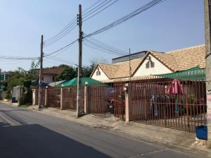 For RentHouseLadprao 48, Chokchai 4, Ladprao 71 : For Rent: Townhouse, Soi Nakniwat, Ladprao 21, one storey, with secure parking,