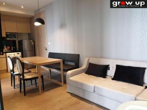 For RentCondoSukhumvit, Asoke, Thonglor : GPRS11678 :   PARK 24 (สุขุมวิท 24)  For Rent 35,000 bath💥 Hot Price !!! 💥 ✅โครงการ :   PARK 24 (สุขุมวิท 24) ✅ราคาขาย : 14.500,000 Bath ✅ราคาเช่า 35,000 Bath ✅แบบห้อง : 2 ห้องนอน 2 ห้องน้ำ  1 นั่งเล่น  1 ครัว  ✅ชั้น :
