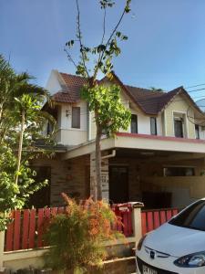 เช่าบ้านพัทยา บางแสน ชลบุรี : ให้ เช่า/Rent บ้าน แฝด 2 ชั้น มบ.เดอะคันทรี เมืองใหม่ ใจกลางเมืองชลบุรี จ.ชลบุรี  (หลังตลาดไฟฟ้า)