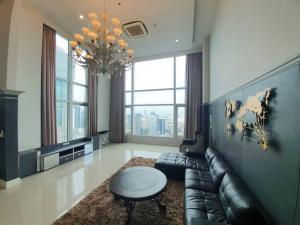 For RentCondoRama9, RCA, Petchaburi : Rental : Circle, Petchaburi-tudmai, 4 Bed, Floor 43, 295 sqm , Duplex Condo 🔥🔥 Rental : 180,000 THB / Month 🔥🔥