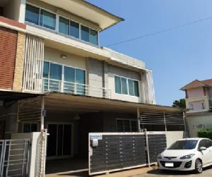 For RentTownhouseRamkhamhaeng, Hua Mak : For Rent ให้เช่า ทาวน์โฮม 3 ชั้น หลังมุม หมู่บ้านไพรเวท วิลล์ ซอยหัวหมาก 13 หลังใหญ่ 42 ตารางวา ตกแต่งสวย เฟอร์นิเจอร์ Built-In แอร์ 4 เครื่อง อยู่อาศัย หรือ เป็นสำนักงาน จดบริษัทได้