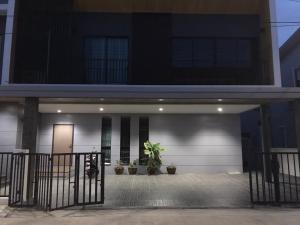 For RentHouseRangsit, Patumtani : ให้เช่า หมู่บ้านรังสิตชีวารมย์รังสิต - ดอนเมือง  ขนาด 4 ห้องนอน 4 ห้องน้ำ ใกล้ srt รังสิตเพียง 2.2 kk