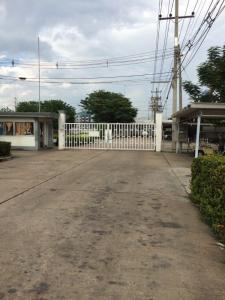 ขายโรงงานรังสิต ธรรมศาสตร์ ปทุม : มีโรงงานทอผ้าเก่า ปิดกิจการ อยู่นวนคร ติดริมถนน ใหญ่ 110 : 3 : 35 ไร่ ด้านหลังโรงงานติดนิคมนวนคร  ตรงข้ามตลาดไทย  เหมาะสร้างหมู่บ้านขาย