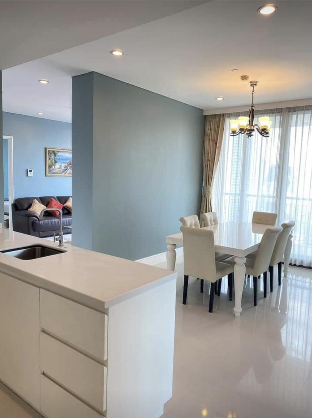 For RentCondoSukhumvit, Asoke, Thonglor : For rent Auguston Sukhumvit 22, 155 Sqm, 25th floor, Building B., 3 bedrooms + 1 maid's room, 4 bathrooms + 1 maid's bathroom, 2 kitchens (Thai, Europe) - can pet