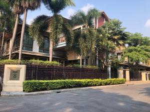 For RentHouseOnnut, Udomsuk : Single house for rent, Baan Sansiri, Sukhumvit 67, rent 230,000 baht / month.