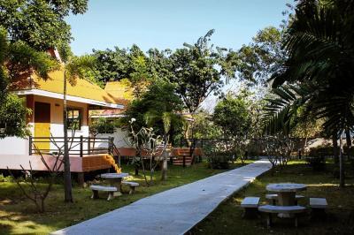 For SaleLandSaraburi : ขายไอยเรศ รีสอร์ทพร้อมสวนผลไม้ ตั้งอยู่เลขที่ 19 หมู่ 4 ต.วังม่วง อ.วังม่วง จ.สระบุรี บนพื้นที่180 ไร่ บรรยากาศร่มรื่น