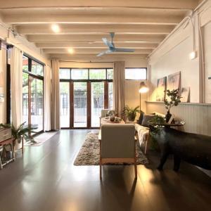 For RentTownhouseSukhumvit, Asoke, Thonglor : For Rent Vintage Townhouse 2storey at Ekkamai