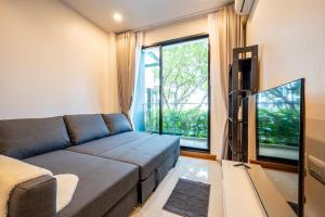 For RentCondoWongwianyai, Charoennakor : Condo for rent, 2 bedrooms, Supalai Charoen Nakhon, 0 meter from BTS Golden Line. Near ICONSIAM 20,000 baht/month