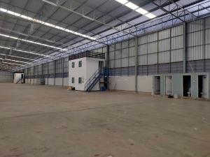 For RentWarehouseLadkrabang, Suwannaphum Airport : Rent a large warehouse ready office Near Lat Krabang Industrial Estate, area 5,755 square meters, Lat Krabang area Big cars can go in and out.