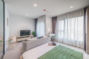 For RentCondoRama9, RCA, Petchaburi : For rent Life Asoke Rama9 🍁 new room 🍁 28 sq m. Price 13500 baht only.