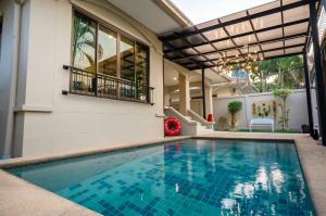 For SaleHousePattaya, Bangsaen, Chonburi : House for sale in pool villa pattaya Suitable for investment
