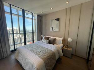 For RentCondoSukhumvit, Asoke, Thonglor : Park24 (only 35K) new room, 1 bedroom, has a sink, wide living room, high floor, beautiful decoration.