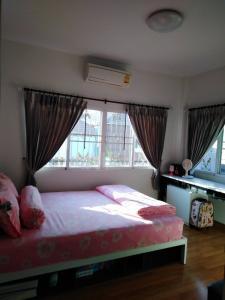 ขายบ้านพัทยา บางแสน ชลบุรี : E862 ขายบ้านเดี่ยวชั้นเดียว  Grand Central Park4 บ้านบึง 3นอน 2น้ำ หลังมุม 54ตรว.