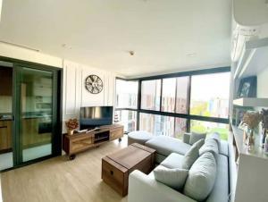 For RentCondoSukhumvit, Asoke, Thonglor : Taka Haus Ekkamai 10, For Sale or Rent. 2bedroom / 2bathroom corner unit,  Size 60 Sq.m., with new built-in and plenty storage.
