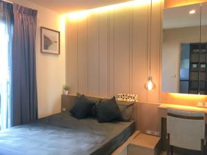 For RentCondoSukhumvit, Asoke, Thonglor : 💥Beautiful decoration, pool view 💥Condo for rent RHYTHM Sukhumvit 36-38, east balcony Separate room, near BTS Thonglor, in the heart of the business district, ready to move inSize 33 sq.m., 6th floor💰 Rental price: 20,000 baht / month