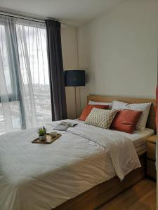 เช่าคอนโดพระราม 9 เพชรบุรีตัดใหม่ : @condorental ให้เช่า The Base Garden Rama 9 ห้องสวย ราคาดี พร้อมเข้าอยู่!!