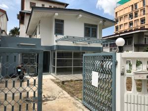 For RentHouseRama9, RCA, Petchaburi : OHM225 ให้เช่าบ้านเดี่ยว 2 ชั้น พระรามเก้าซอย 58 ใกล้ห้าง The NINE พระรามเก้า ที่จอดรถ 2 คัน