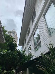 For RentHouseSukhumvit, Asoke, Thonglor : House for rent only 3 minite walk to BTS Phrom Pong, Emporium, with furniture